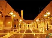 مقرن بن عبدالعزيز وأمير الرياض يؤديان صلاة الميت على بدر بن سلمان ووالدة نوف بنت سعود