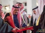 بالصور.. ملك الحزم والعزم يحصد الأوسمة العربية والعالمية