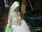 بالصور.. القبض على مسنة تسير في شوارع الإسكندرية بفستان زفاف باحثة عن عريس!!