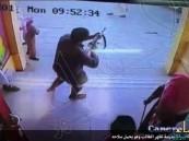 """بالفيديو.. القبض على """"الطالب المسلح """" الذي اقتحم مدرسته بالرشاش"""