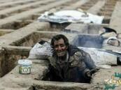 صور صادمة.. شرطة طهران تطرد فقراء يعيشون في قبور !!