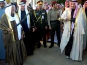 """بالفيديو والصور.. خادم الحرمين يصل الكويت وشعبها يردد: """"مرحباً فخر العرب"""""""