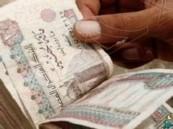 """خليجي يضطر لحمل أمواله في """"شوال"""" بمطار القاهرة.. تعرّف على السبب!"""
