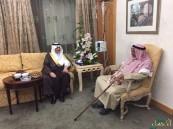 """سمو الأمير """"سعود بن نايف"""" يزور الشيخ """"طالب بن شريم"""" للاطمئنان على صحته"""