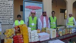 """بالصور… """"سلة الغذاء وكسوة الشتاء"""" يشعلان العطاء في متوسطة """"أبو بكر الصديق"""""""