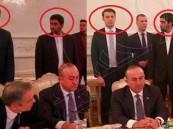 بعد اغتيال السفير الروسي.. صور تظهر رعب حارس ظريف من نظيره التركي!
