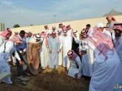 بالصور.. أمير مكة يؤدي صلاة الميت على أخيه الأمير محمد الفيصل