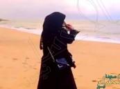 خرج مع زوجته في نزهة بحرية.. فجاءهُ اتصال تسبب في طلاقهما!!