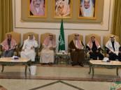بالصور… سمو الأمير بدر بن جلوي يقدم واجب العزاء لأسرة الملحم