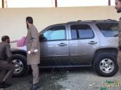 رئيس محكمة في عسير يتعرض للتهديد.. وجد هذه المفاجأة على سيارته بعد خروجه!