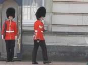 ملكة بريطانيا تنجو من الموت برصاص حارسها