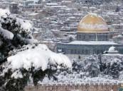 شاهد.. تساقط الثلوج على المسجد الأقصى صباح اليوم