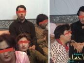 """بالصور… الشرطة تطيح بـ35 شخصا شاركوا في حفل لـ""""الشواذ"""" بالرياض!"""