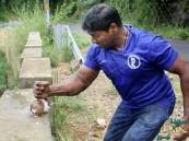 محققاً رقماً قياسياً… هندي يحطم 124 ثمرة جوز هند بيديه
