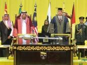 """جامعة """"مالايا"""" الماليزية تمنح خادم الحرمين الدكتوراه الفخرية"""