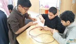 طلبة هشام بن عمار الإبتدائية بالمراح يتقنون تفعيل الدوائر الكهربائية