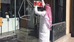 """في الأحساء .. إغلاق 56 منشأة مخالفة وإتلاف """"3 طن"""" أغذية فاسدة في شهر"""