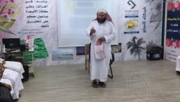 """مدير عام المساجد والدعوة بالمنطقة الشرقية يزور معرض """"الأمن الفكري"""" بثانوية العيون"""