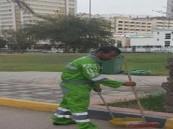 لماذا ألزمت نيابة أبوظبي هذا الشاب بتنظيف الشارع 3 أشهر ؟!