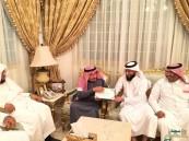 بالصور .. #الروضة يُقدم عضوية النادي الشرفية لرجل الأعمال الحماد وابنه عبدالرحمن