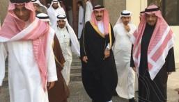 """سمو الأمير """"عبدالعزيز"""" بن محمد بن جلوي يُعزي أسرة """"المنقور"""""""