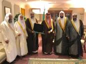 """وفد من """"علماء"""" الأحساء في زيارة لسمو الأمير """"بدر بن جلوي"""""""