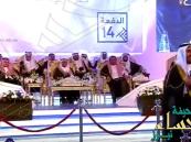 بالفيديو.. طالب يتصل بوالدته خلال حفل تخرجه على الهواء مباشرة وأمير القصيم يهنئها