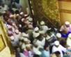 """الكشف عن سبب تدافع المصلين على بوابات """"المسجد النبوي"""" فجر """"العيد"""""""