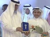 """بالفيديو وزير التعليم """"يكرم فتى الأحساء """"السلمان"""" ممثل الوطن """"بتحدي القراءة"""""""