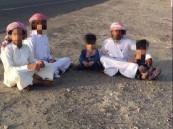 """بالتفاصيل والصور .. أسرة قطرية عالقة في """"المحايدة"""" و """"الدوحة"""" تتفرج !!"""