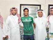 """رسمياً.. لاعب التعاون """"أحمد الزين"""" أهلاوياً حتى 2021"""