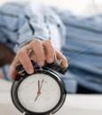 بروفيسور ألماني: يحذر من النوم بدون ملابس