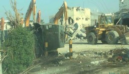 بالصور… الانتهاء من هدم حي المسورة والبدء بأعمال الإزالة