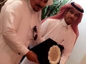 """رئيس الاتحاد السعودي للصم يُكرم  الكاتب """"عبدالله الزبدة"""""""