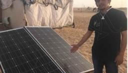 بالفيديو.. شاب سعودي ينير خيمة في الصحراء بالطاقة الشمسية