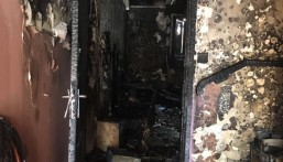 """بالصور..""""حريق ضخم"""" يلتهم منزل ويحتجز 14 شخصاً في الأحساء !!"""