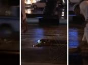 بالفيديو… مقيم بالسعودية يخاطر بحياته لحماية علم المملكة