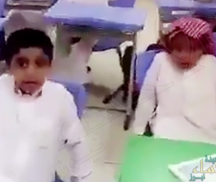 """بالفيديو: معلم إبتدائي لطلابه: """"تذاكرون ولا ما تذاكرون.. ما في وظايف"""""""