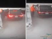 بالفيديو .. اختطاف عامل وسلب أمواله من محطة وقود وكاميرا المراقبة تطيح بهم