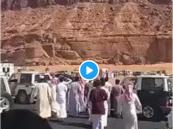 شاهد بالفيديو.. مواطن يتنازل عن قاتل ابنه قبل تنفيذ القصاص بلحظات!!