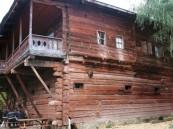 منزل خشبي عمره 160 عاماً يتحول إلى فندق