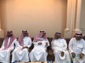 """بالصور… الأمير عبدالعزيز بن سعد يقدم واجب العزاء لـ """"الدوسري"""""""