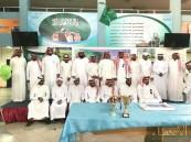 """منسوبو ثانوية """"ذات الصواري"""" تحتفي بقائدها مدرب المنتخب السعودي"""