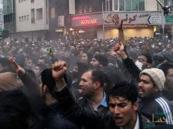 """صحيفة إسبانية تحدد أسباب ثورة الإيرانيين ضد """"الدكتاتور"""""""