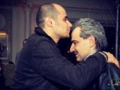 """نجل الوليد بن طلال مُقبِّلاً رأس والده: """"ﻋﺎﺩ ﻷﻫﻠﻪ ﻣﻦ ﺑﻴﻦ ﻳﺪﻱ ﺃﻫﻠﻪ"""""""