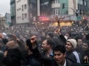 """10 قتلى في مظاهرات إيران.. والمحتجون يصفون المسؤولين بـ""""اللصوص"""""""