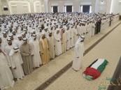 محمد بن راشد ومحمد بن زايد يؤديان صلاة الجنازة على والدة رئيس الإمارات