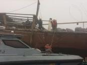 بالصور.. إنقاذ عائلة سعودية وأربعة بحارة من الغرق في الشرقية