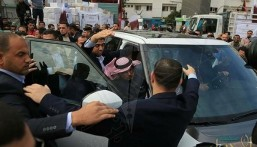 هذا ما قاله سفير قطر بعد طرده بالأحذية من قطاع غزة !!