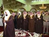 بالصور… أمراء المناطق يتقدمون جموع المسلمين لأداء #صلاة_الاستسقاء